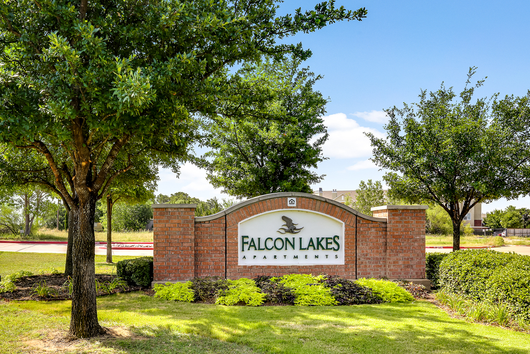 Falcon Lakes Apartments Arlington TX