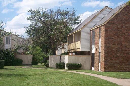 Exterior at Listing #136385