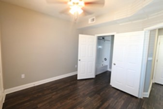 Bedroom at Listing #137944