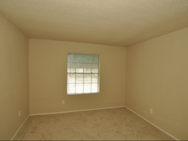 Bedroom at Listing #139964