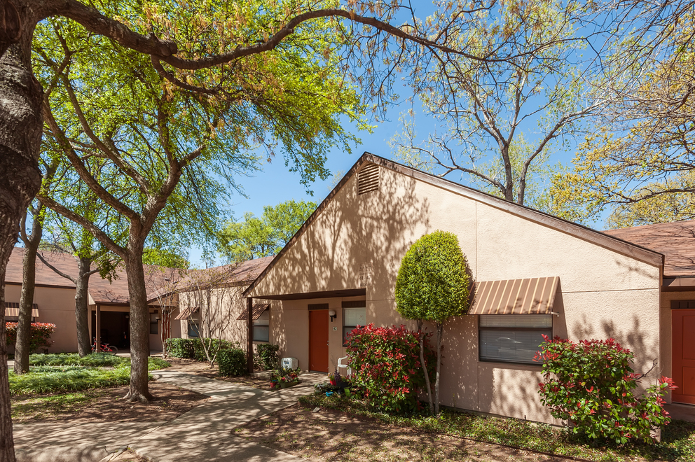 Exterior at Listing #137994