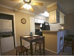 Dining/Kitchen at Listing #136476