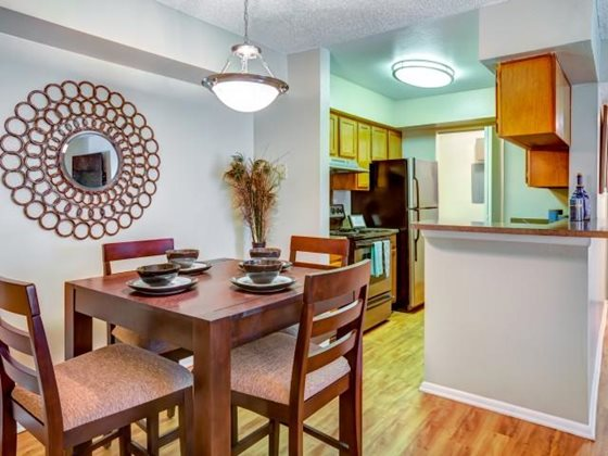 Dining at Listing #140301