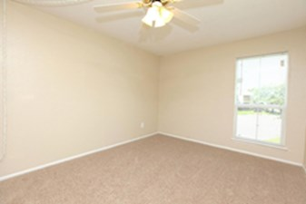 Bedroom at Listing #139365