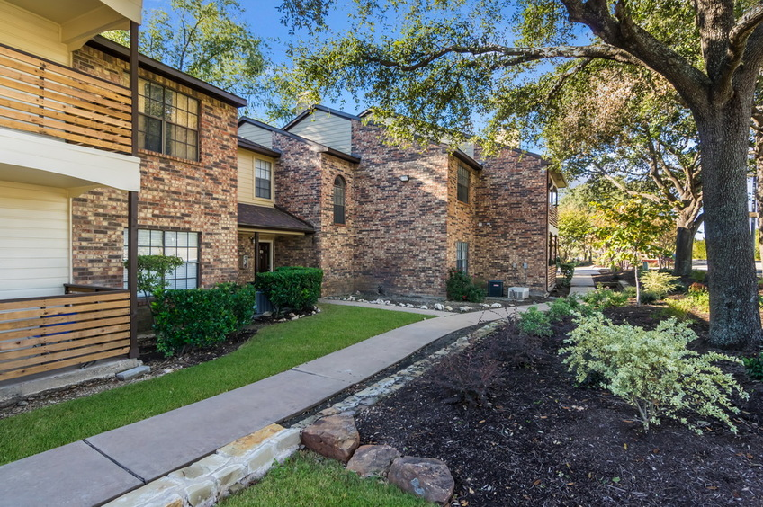 Exterior at Listing #140533