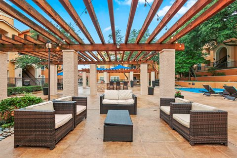 Lounge at Listing #136198