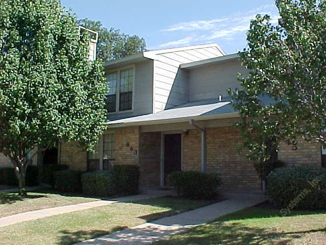 Town Oaks Apartments , TX