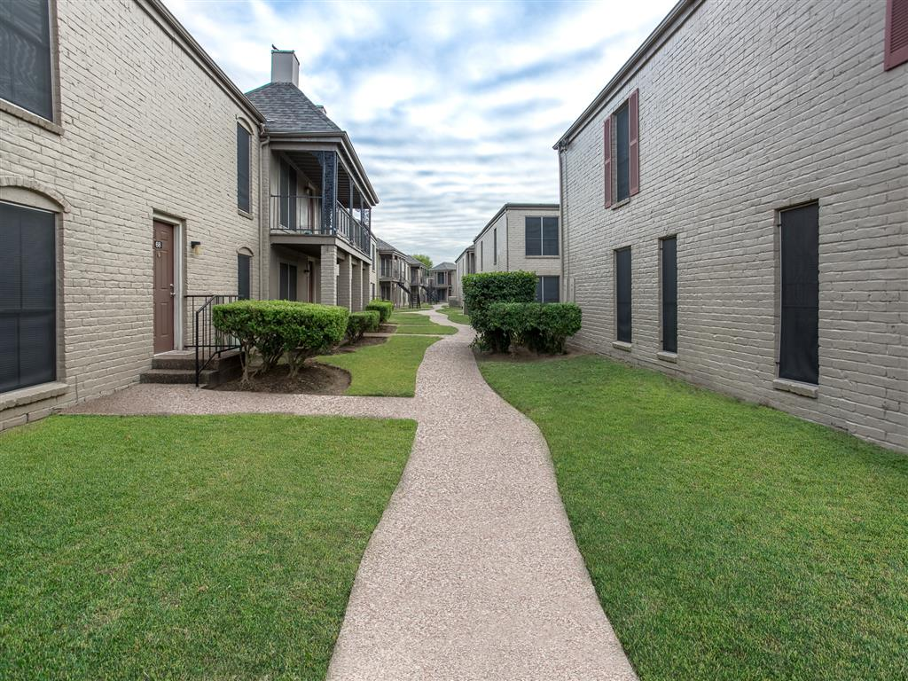Exterior at Listing #139070