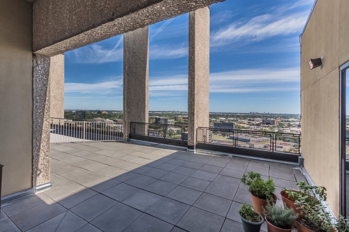 Balcony at Listing #146485
