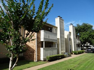 Exterior at Listing #137900