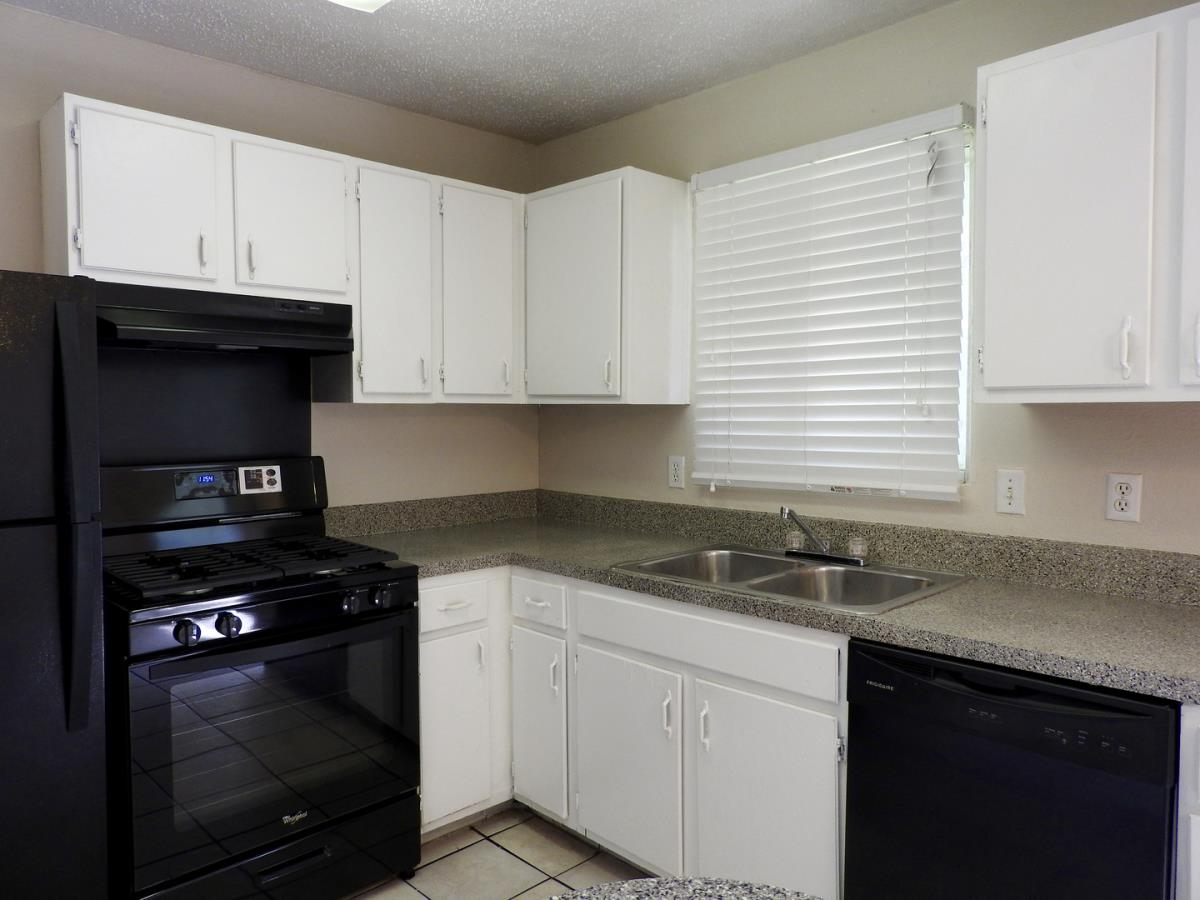 Kitchen at Listing #136629