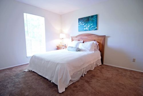 Bedroom at Listing #139367
