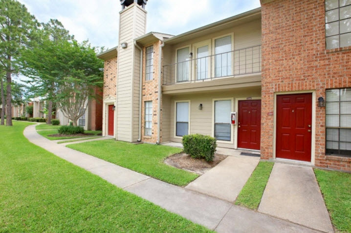 Exterior at Listing #139249