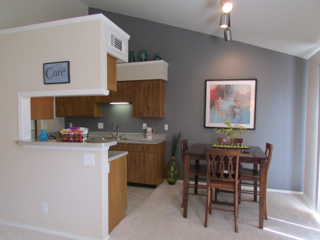 Dining at Listing #136438