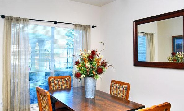 Dining at Listing #144236