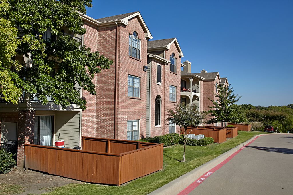 Exterior at Listing #136318