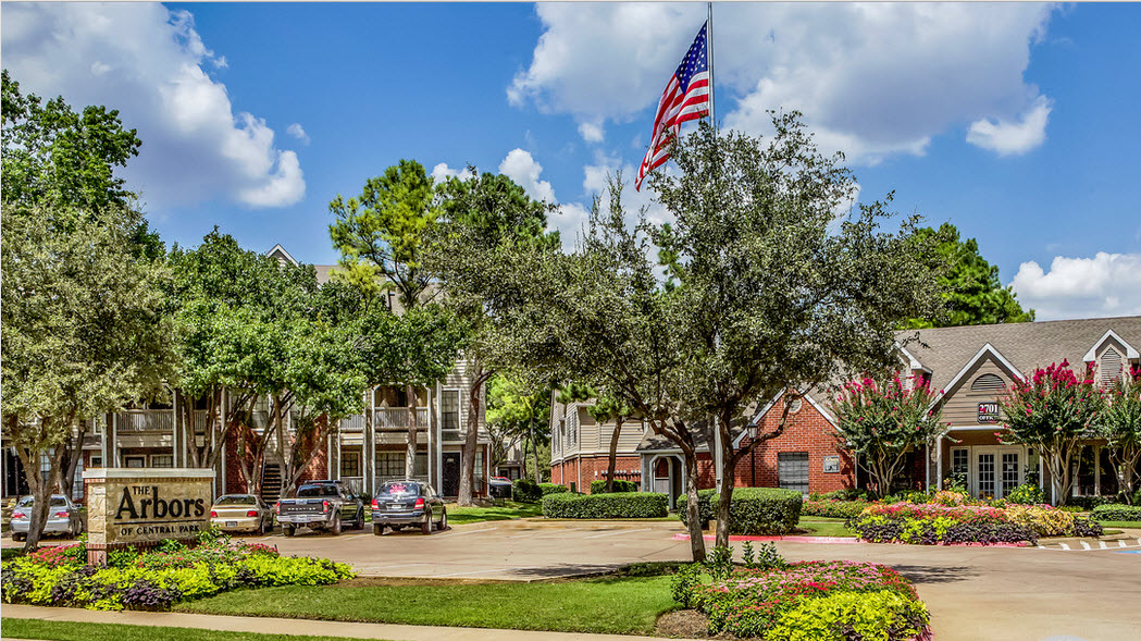 Arbors of Central Park Apartments Bedford TX