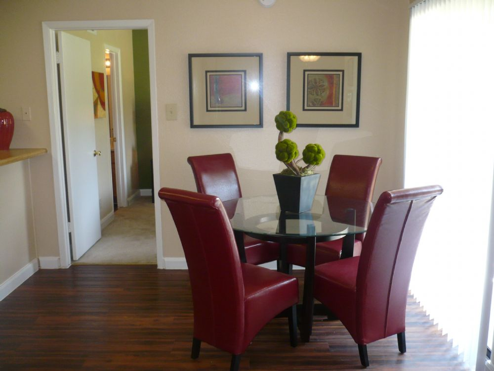 Dining at Listing #136161