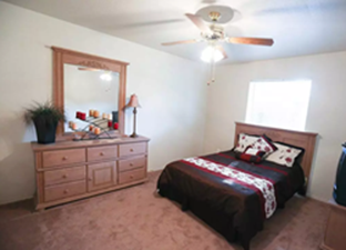 Bedroom at Listing #140471
