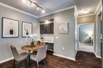 Dining at Listing #138514