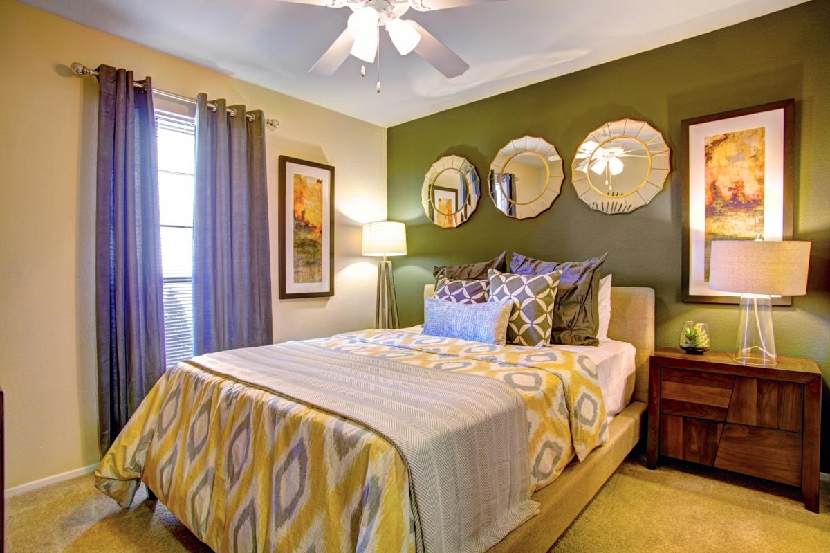 Bedroom at Listing #138625