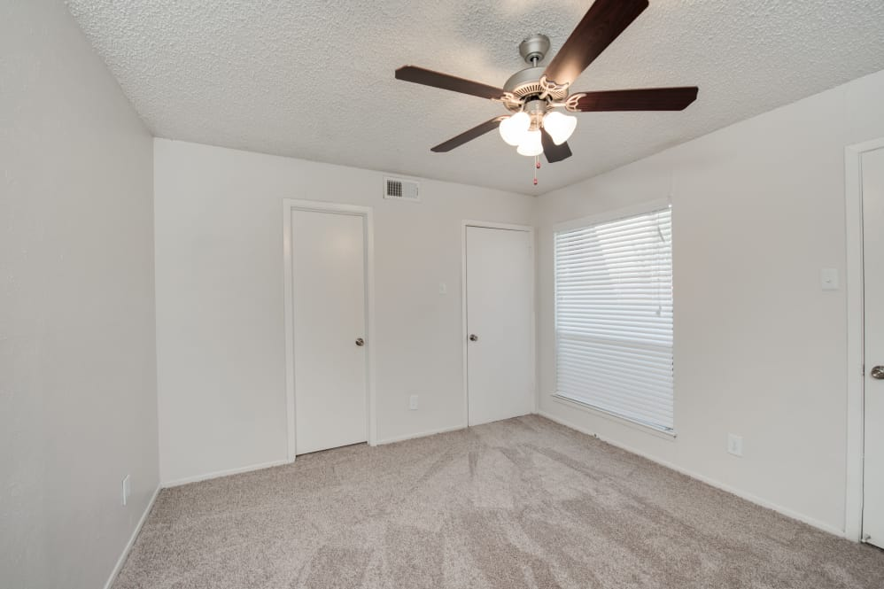 Bedroom at Listing #137136