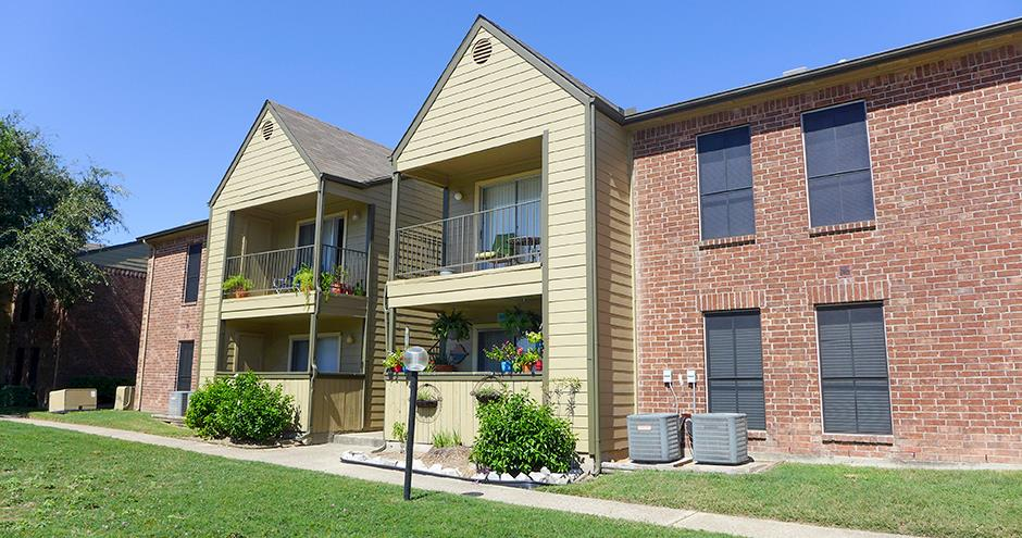 Exterior at Listing #138319