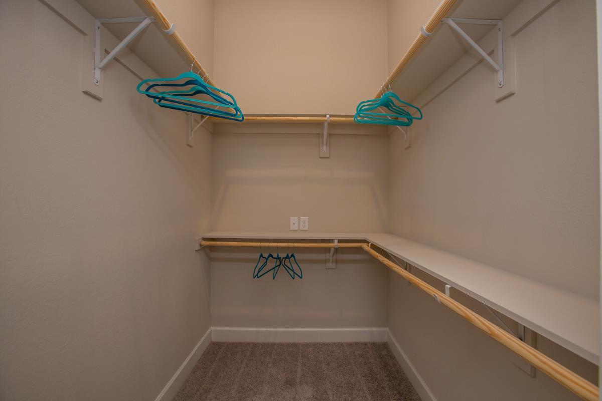 Closet at Listing #283012