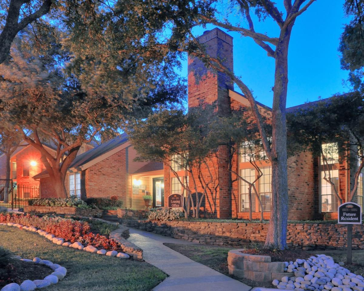 Exterior at Listing #137018