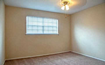 Bedroom at Listing #139888