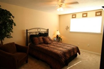 Bedroom at Listing #139058