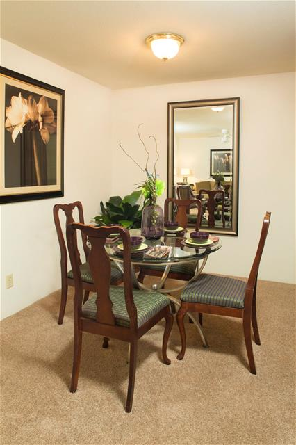 Dining at Listing #138367
