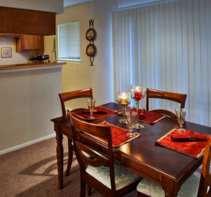 Dining at Listing #140522