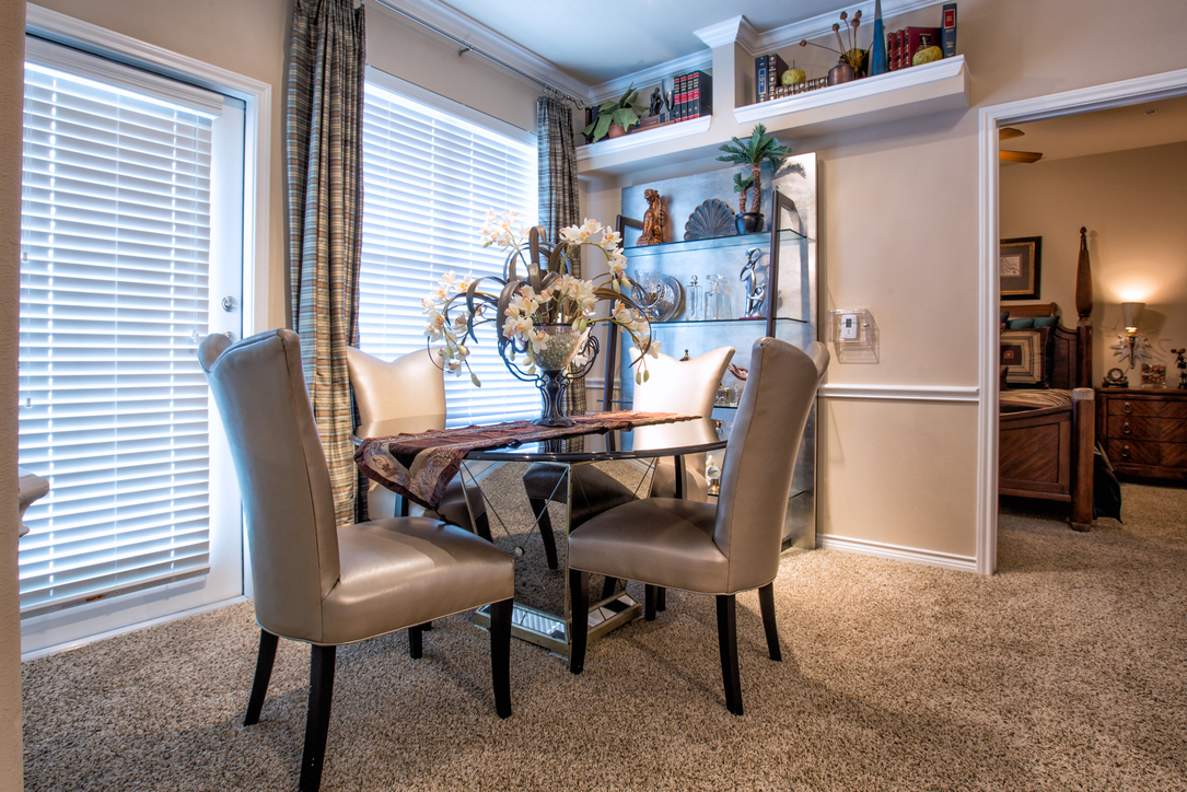 Dining at Listing #147143