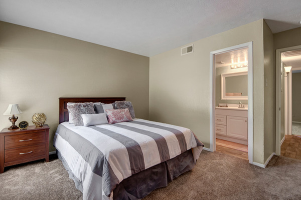 Bedroom at Listing #136051