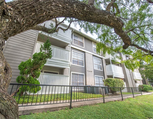 Exterior at Listing #141185