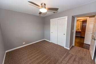 Bedroom at Listing #141033