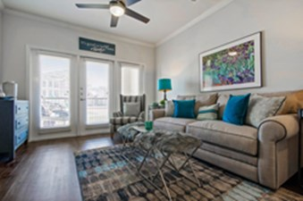 Living at Listing #289045