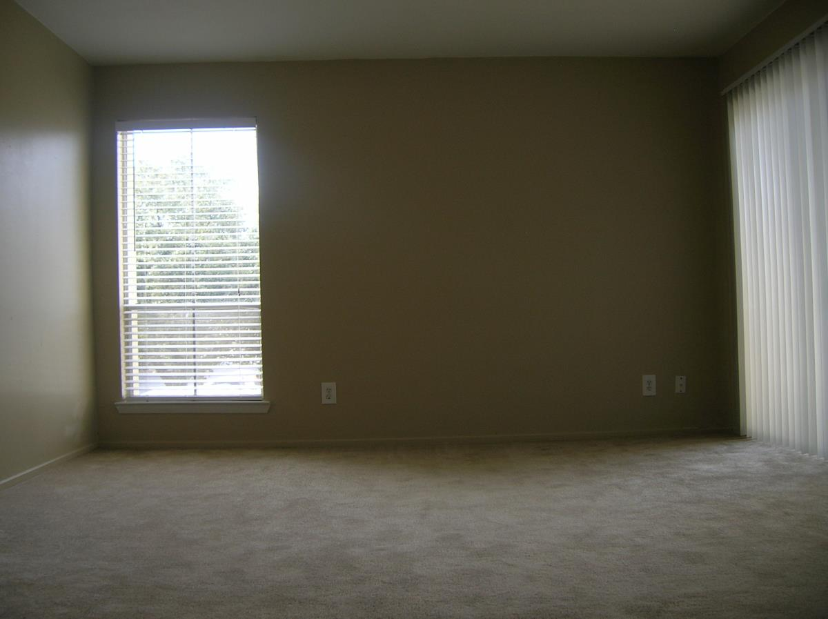 Living Area at Listing #144925