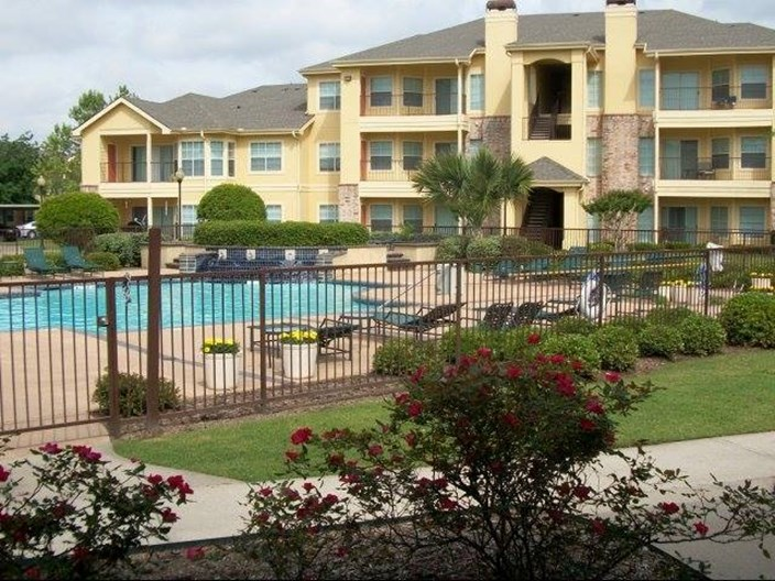 Hollister Place Apartments
