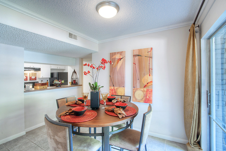 Dining at Listing #141003