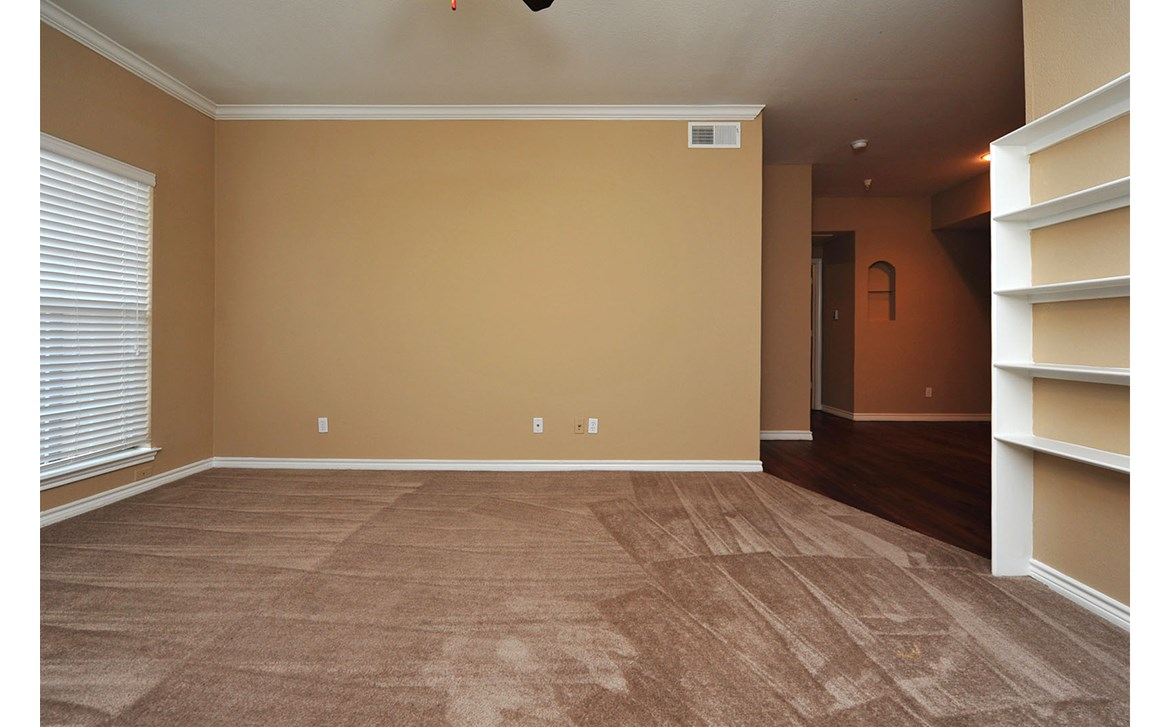 Living at Listing #138014