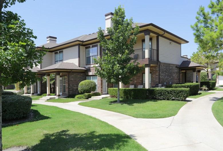 Estate Villas at Krum Apartments