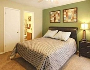 Bedroom at Listing #136346