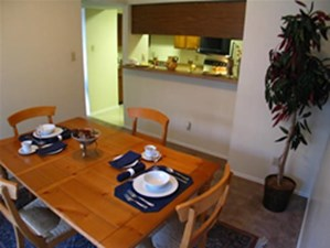 Dining at Listing #140336