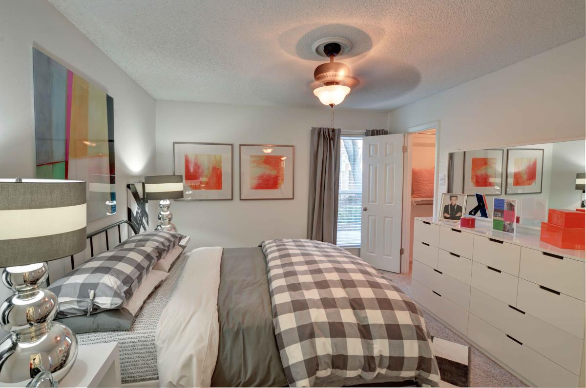 Bedroom at Listing #135988