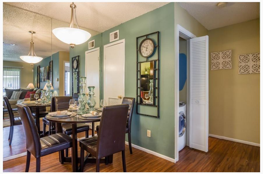 Dining at Listing #140956
