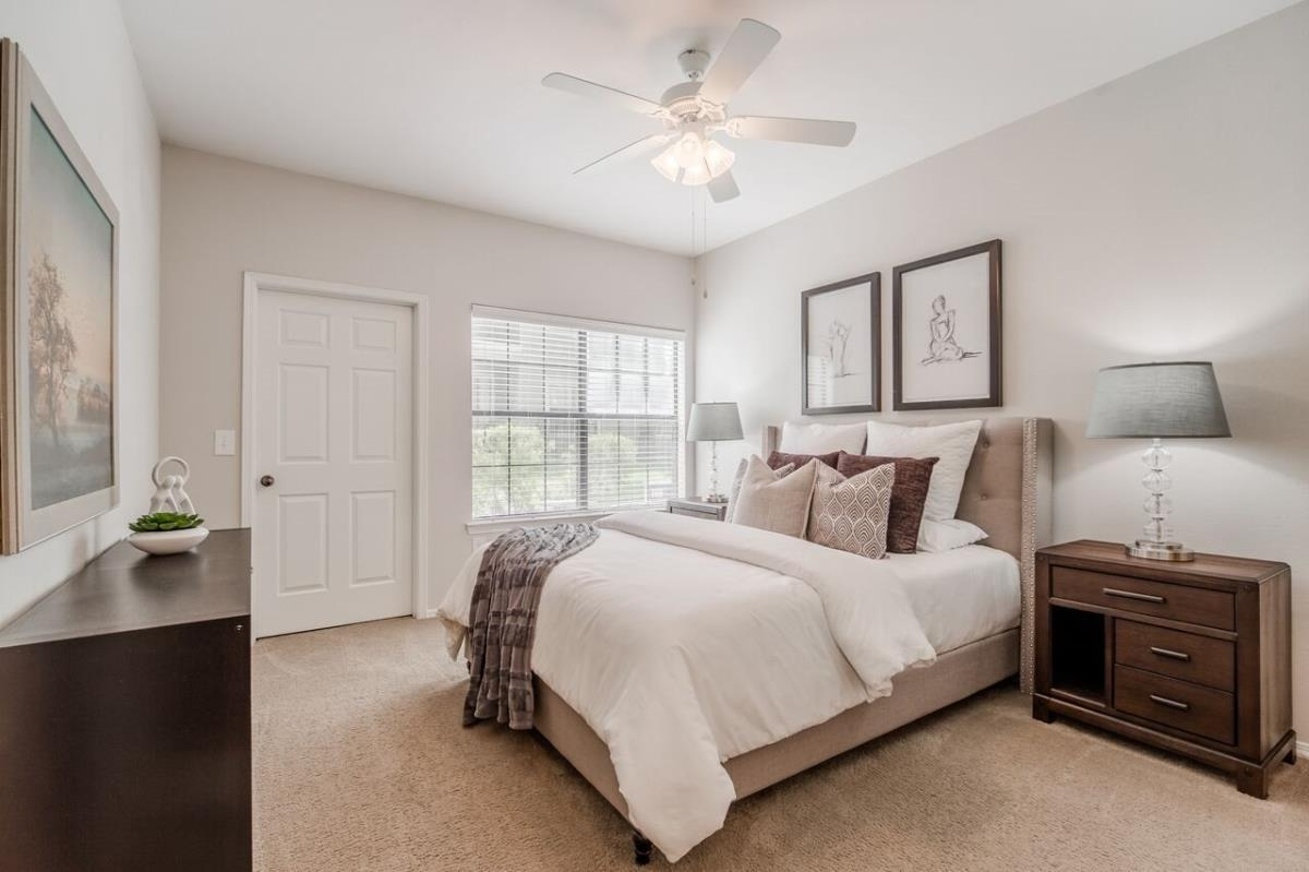 Bedroom at Listing #137638