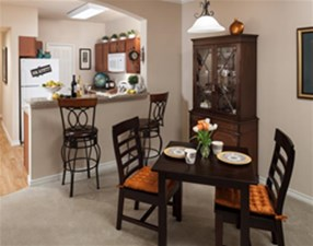 Dining at Listing #147194