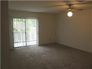 Bedroom at Listing #139010